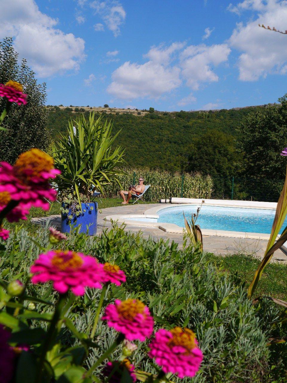 gite-massiac-cantal-auvergne-3-guepes-piscine-25